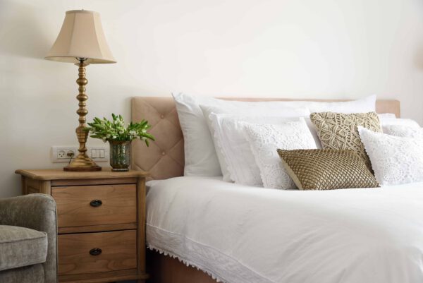 שידה לצד מיטה 2 מגירות