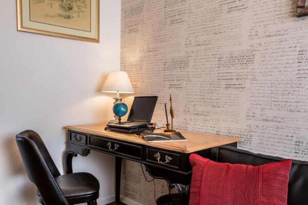 שולחן כתיבה ענתיק