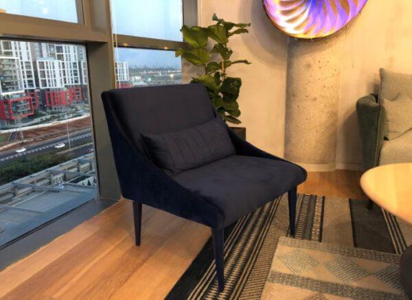 כורסא שחורה