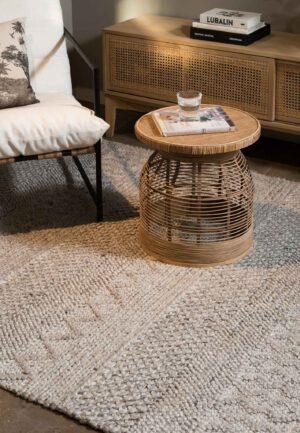 שטיח צמר בצבע בז'