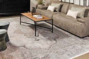 שטיח צמר בצבע לבן עם דוגמה בגוון חום