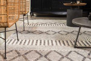 שטיח צמר לבן בשילוב אפור